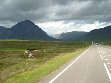 Vor uns liegt die Einfahrt in das Glen Coe Tal